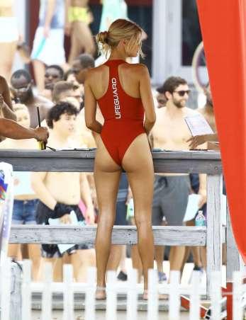 Kelly-Rohrbach-hot-In-Swimsuit-06