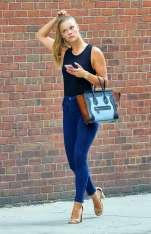 nina-agdal-booty-in-jeans-04